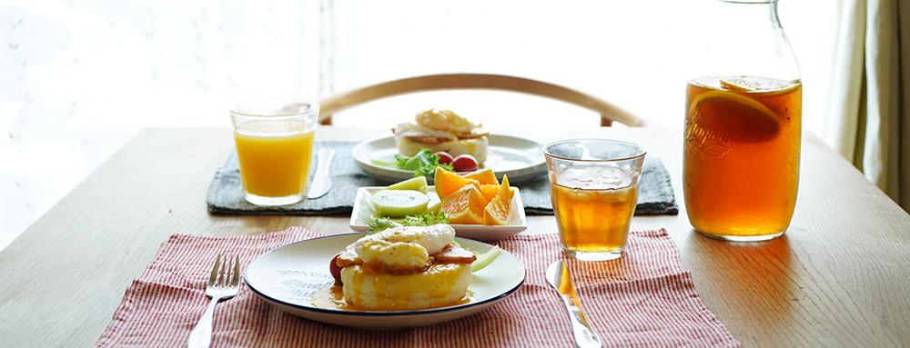 おうちでカフェ気分!ごはんをより楽しむカフェ風コーデ