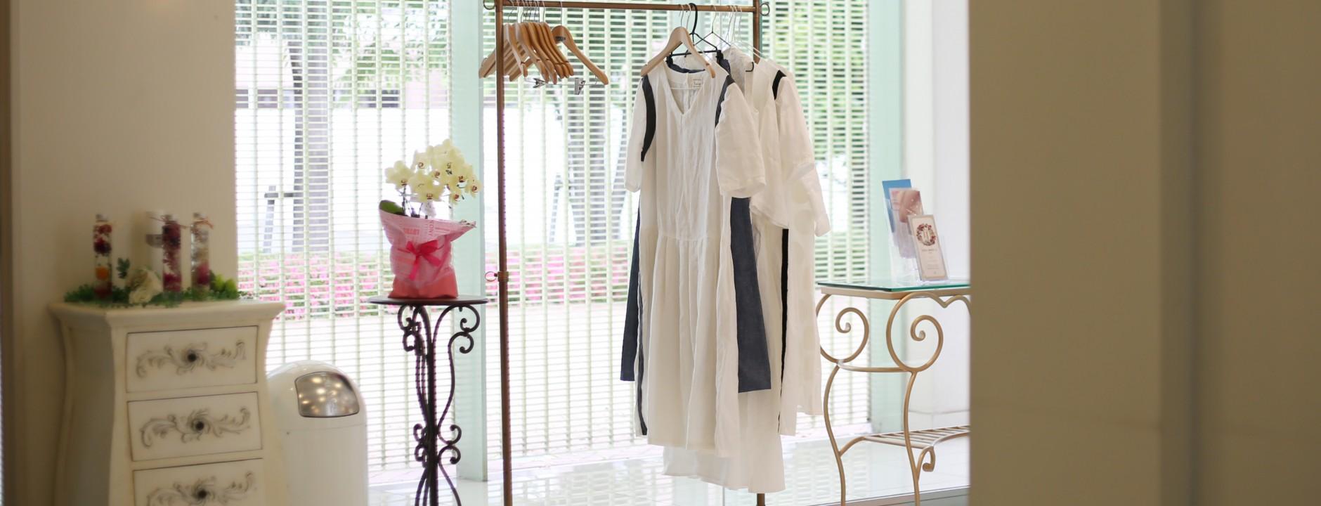 白い服の私