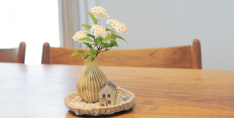 100均素材・空き瓶でOK!小さな花を気軽に素敵に飾るコツ